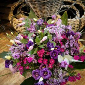 Smuk buket fra Aarstidens Blomster