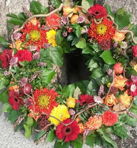 Begravelseskrans fra Aarstidens Blomster