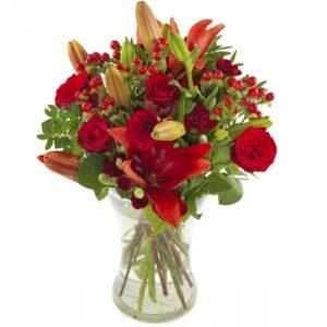 Julebuket med røde liljer