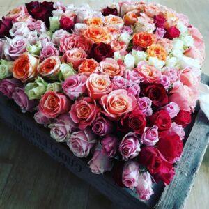 Hjerte med roser til bisættelse