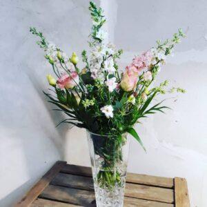 Smuk sensommerbuket Aarstidens Blomster www.Aarstidens-Blomster.dk send blomster og gavekurve hos os.