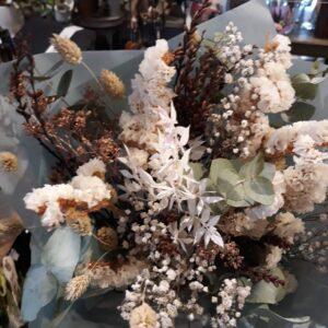 White dreams Evighedsbuket douche, hvid, mørk skønhed fra Aarstidens Blomster