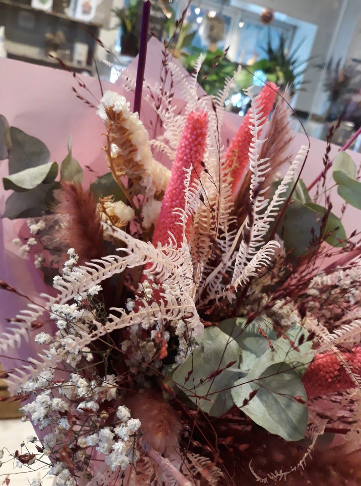 Evighedsbuket douche lyserød, pink, lilla fra Aarstidens Blomster